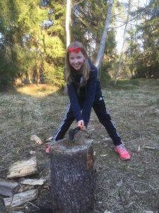 Salli puunhakkaajana